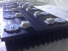 Início de montagem: colocação dos leds solderless no local desejado.