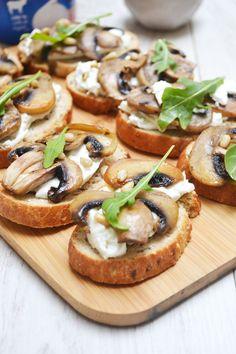 Mushroom toast, burrata, honey and pine nuts – Aperitif Food Platters, Food Dishes, Bruchetta Recipe, Mushroom Toast, Brunch, Guacamole Recipe, Clean Eating Snacks, Finger Foods, Food Inspiration