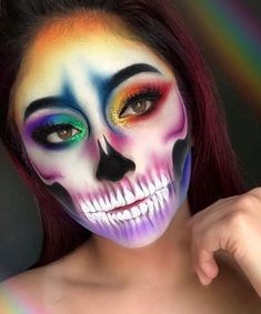 Who knew skull makeup could be so pretty? Check out some of the most gorgeous skeleton makeup looks for Dia de los Muertos. Dead Makeup, Fx Makeup, Cosplay Makeup, Costume Makeup, Disfarces Halloween, Amazing Halloween Makeup, Halloween Face Makeup, Vintage Halloween, Halloween Costumes