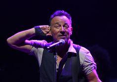 Bruce Springsteen digs deep for Foxboro fans | Boston Herald