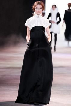 Ulyana Sergeenko - Haute Couture Fall Winter - Shows - Vogue. Couture Fashion, Runway Fashion, Womens Fashion, Paris Fashion, Couture Style, Fashion Week, Fashion Show, Fashion Design, Vogue Paris