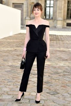 Dakota Johnson Photos Photos - Actress Dakota Johnson attends the Christian Dior show as part of the Paris Fashion Week Womenswear Fall/Winter on March 2015 in Paris, France. - Arrivals at Christian Dior Dior Fashion, Fashion Show, Fashion Dresses, Fashion Design, Style Fashion, Fashion Week Paris, Celebrity Look, Celebrity Dresses, Style Dakota Johnson