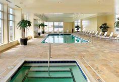 ¿Qué frío? Con una piscina cubierta, no importa las temperaturas afuera cuando tienes ganas de un chapuzón. Raleigh Marriott City Center en Carolina del Norte