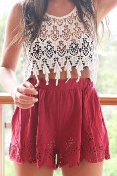 Love the details on this highwaisted shorts!