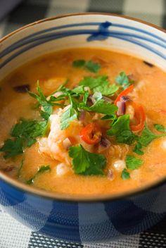 Przepis na pyszną, dietetyczną, gęstą zupę z krewetkami. Delishes hot shrimp soup recipe.
