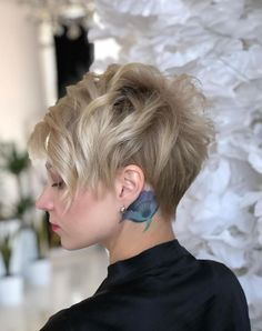 Latest Short Hairstyles for Winter 2020 – Hairstyles Theme Chic Short Hair, Short Grey Hair, Short Hair Cuts For Women, Short Hair Styles, Latest Short Hairstyles, Short Pixie Haircuts, Pixie Hairstyles, Cool Hairstyles, Pixie Bob