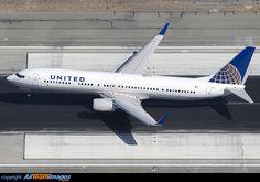 United Airlines Boeing 737-924/ER