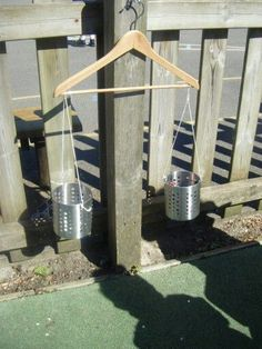 Outdoor weighing scales Libra DIY made easy and quick for the garden. Employment idea for toddler / child in the gard