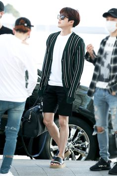 Welcome to FY-EXO, an archive of all content related to EXO. Airport Style, Airport Fashion, Korean Fashion, Mens Fashion, Kim Junmyeon, Suho Exo, Korean Artist, Casual Outfits, Handsome