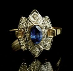 Blue Ceylon Sapphire Diamond Ring Yellow Gold size 7 US, O (UK) Art Deco by fkantique on Etsy Ceylon Sapphire, Sapphire Stone, Sapphire Diamond, Sapphire Rings, Deco Blue, Art Deco Ring, Carat Gold, Yellow Gold Rings, Art Deco Fashion