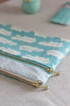 How to make a double zip pouch with two compartments. Sewing Tutorial DIY in Pictures.