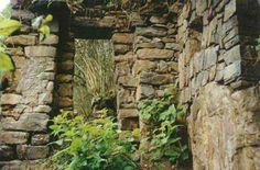 ChoqueQuirao.  El material utilizado son piedras canteadas con mortero de barro. La extensión del complejo se calcula aproximadamente en 500 has donde se pueden apreciar restos de grandes construcciones, reservorios, andenerías, torreones, canales de irrigación que albergaron un gran centro poblado inka