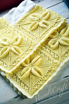 Elegant knitted baby blanket - yellow and white. Soft and warm with leaf motifs. Baby Patterns, Knitting Patterns, Knitting Projects, Baby Knitting, Knitted Baby, Baby Girl Tops, Baby Presents, Knitted Afghans, Manta Crochet