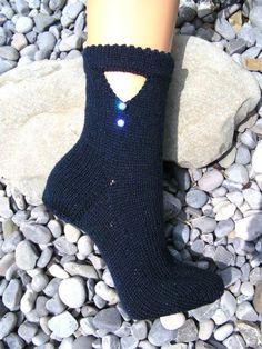 Märchensocken Socks, Fashion, Knitting Socks, Wedding Bride, Curve Dresses, Hand Crafts, Craft, Moda, Fashion Styles
