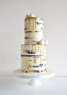 Around the World Bride - Weddings And Inspiration From Around The World Meringue Cake, Buttercream Cake, Beautiful Cakes, Amazing Cakes, Double Barrel Cake, Ladybird Cake, Drippy Cakes, Vegan Wedding Cake, Wedding Cakes