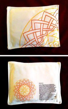 Saquito de semillas con diseño de mandala Rosacruces