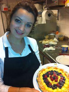 Nina e la crostata di frutta pronta ...