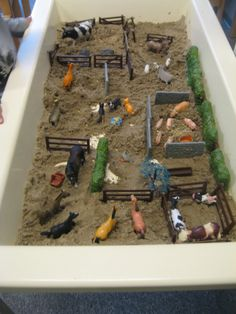 Farm Sand Table Idea - Farm to Market Preschool Theme Sensory Tubs, Sensory Boxes, Farm Sensory Bin, Farm Activities, Preschool Activities, Sand Table, Barn Wood Crafts, Small World Play, Play Based Learning