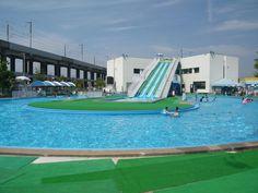 広島県「福山メモリアルパーク」プールで水遊び 流れるプールにスライダーが楽しい