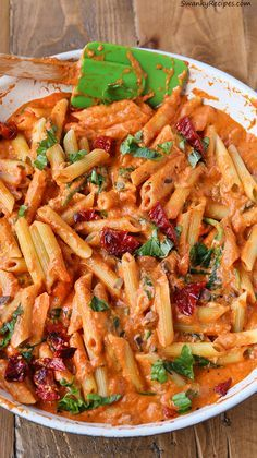 Cheesy Mozzarella Penne Rosa Pasta with Sun Dried Tomatoes made in 25 minutes! Spinach, sun-dried tomatoes, mushrooms, mozzarella, penne pasta, marinara sauce and cream make up this delicious dinner. #spon #Italian #pasta