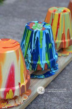 Flower Pot Art, Flower Pot Crafts, Clay Pot Crafts, Painted Clay Pots, Painted Flower Pots, Drip Art, Drip Painting, Yard Art Crafts, Terracotta Flower Pots