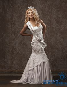 Pageant Photography Crown and Sash Portraits by CMMS Studio… Picture Poses, Picture Ideas, Photo Ideas, Studio Poses, Studio Shoot, Pageant Photography, Photography Poses, Pageant Pictures, Headshot Ideas