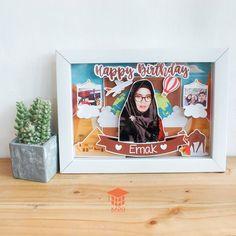 Home - Kado Wisudaku Pop Up 3d, Pop Up Frame, 3d Frames, Diy Birthday, Birthday Gifts, Baby Box, Frame Crafts, Flower Frame, Creative Art