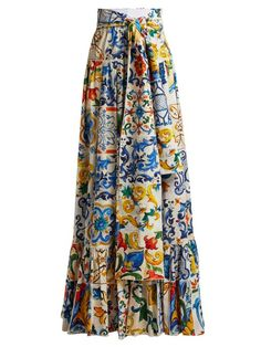 That's a dress attached in a calm approach utilizing a natural top-rated. Midi Rock Outfit, Midi Skirt Outfit, Skirt Outfits, Girl Dress Patterns, Blouse Patterns, Skirt Patterns, Coat Patterns, Dolce & Gabbana, Boho Outfits
