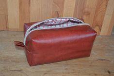 Tuunausta ja tekeleitä: Meikkipusseja Crochet Stitches, Knit Crochet, Backpack Pattern, Malta, Lunch Box, Bags, How To Make Bags, Handbags, Malt Beer