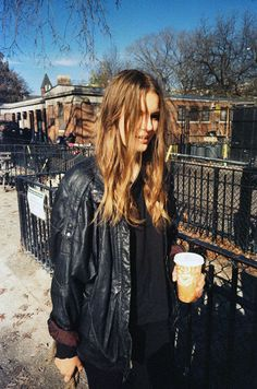 off duty model style with hint of rocker grunge Look Fashion, Autumn Fashion, Girl Fashion, Tilda Lindstam, Your Style, Style Me, Whatever Forever, Estilo Grunge, Looks Street Style