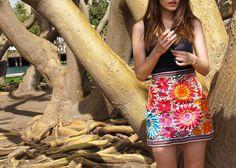DIY embroidered skirt, made out of a mexican blanket http://www.daretodiy.com/2013/06/proyecto-diy-falda-souvenir-bordada.html