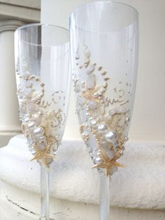 Seashell wedding champagne glasses beach wedding by PureBeautyArt #seashelldecor #beachweddings #destinationweddings