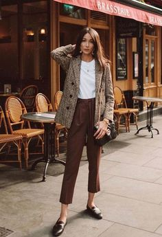 Edgy Blazer Outfit Ideas To Elevate Your Wardrobe - Herren- und Damenmode - Kleidung Work Fashion, Trendy Fashion, Winter Fashion, Fashion Trends, Womens Fashion, Fashion Fashion, Office Fashion, Fashion Vintage, Fashion Ideas
