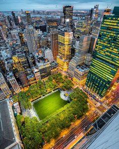 Bryant Park, Manhattan, NYC by @lightsensitivity