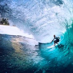 Ever wanted to learn to surf? A holiday in the Maldives is the perfect place for you to start. Soul Surfer, Surfer Dude, Big Wave Surfing, Beach Activities, Surfing Pictures, Learn To Surf, Surf City, Big Waves, Surfs Up