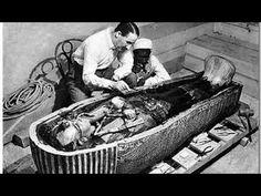 El faraón niño de Egipto, Tutankamón, murió a los 18 años. Momificado apresuradamente y colocado en una tumba inacabada, su existencia permaneció desconocida...