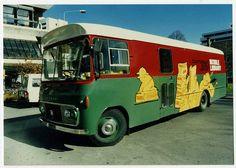 Bus biblioteca mòbil amb gràfics. Agost 1987. Col · lecció de biblioteques de la ciutat de Christchurch