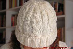739a0818b37a8 Descubre cómo hacer un gorro de lana con tejido trenzado gracias a estos  patrones