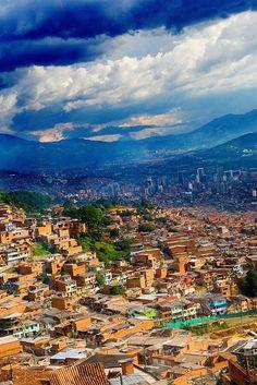 View of Medellín from the Metro Cable. Be sure to check out my panoramic version of this photo! Una vista de Medellín desde el metrocable. Miren a mi versión panorámica de esta foto también! Canon EOS…MásMás  Colombia Vacation  हमारी साइट को अधिक जानकारी प्राप्त करें   https://storelatina.com/colombia/travelling #Колумбија #kolumbiya #കൊളംബിയ #colombiano