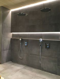A really nice way to use indirect lighting. Modern Bathroom Decor, Bathroom Spa, Bathroom Interior Design, Bathroom Furniture, Small Bathroom, Master Bathroom, Bad Inspiration, Bathroom Inspiration, Ideas Baños