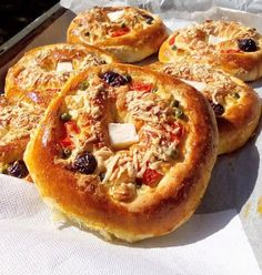 Πιτσάκια σπέσιαλ !!!! ~ ΜΑΓΕΙΡΙΚΗ ΚΑΙ ΣΥΝΤΑΓΕΣ 2 Bagel, French Toast, Food And Drink, Cooking Recipes, Pie, Bread, Breakfast, Desserts, Torte