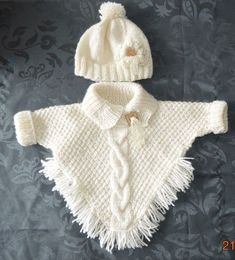 """poncho met mouwtjes en ingebreide kabel muts met bloem en lintje [ """"Wonder if I can write up a pattern for this poncho?"""", """"poncho with sleeves! Knitting Baby Girl, Crochet Baby Clothes, Knitting For Kids, Baby Knitting Patterns, Baby Patterns, Free Knitting, Knitting Projects, Baby Knits, Poncho Patterns"""
