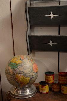 Globe terrestre éclairant. Brocante de LA BRUYERE