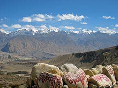 Népal, un pays où la terre rejoint le ciel et où le bleu de l'azur se marie à merveille avec la chaîne des Annapurna.