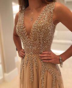 Encantada com os vestidos da @isabellanarchi! Cada um mais lindo que o outro! Confiram a linha ready to wear no site www.isabellanarchi.com.br ❤️ @isabellanarchi