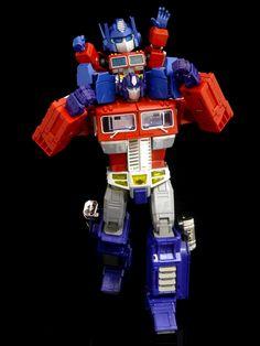 Transformers Masterpiece MP-10 Convoy and ES Gōkin Convoy