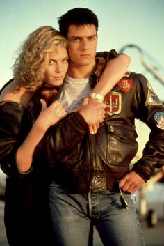 Tom Cruise as Maverick and Kelly McGillis as Charlie in Top Kelly Mcgillis, Famous Portraits, Tom Cruise, Film Industry, Classic Movies, Chris Evans, Live Action, Movie Stars, Poster