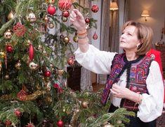 Romanian Royal Family, First Daughter, Christmas Bulbs, Royalty, History, Holiday Decor, Lady, Descendants, Beauty