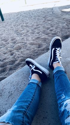 Girls Sneakers, Best Sneakers, Sneakers Fashion, Girls Shoes, Tumblr Photography, Photography Poses, Selfie Poses, Blue Aesthetic, Summer Aesthetic
