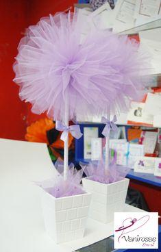 LIndos topiarios. Los materiales a usar en la cabeza o parte superior son: tull, papel de seda, cintas satinada, flores de papel, etc. Estamos en el Centro de Lima. Jr. Puno 449 stand 19.